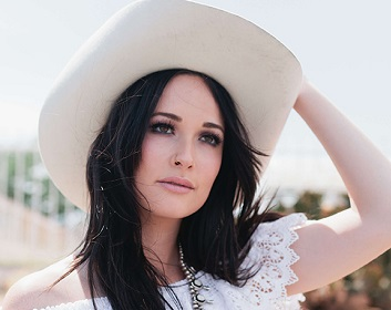 Kacey Musgraves Bio, Wiki, Married, Net worth, songs, Parents, Boyfriend, Affairs